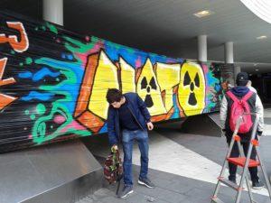 Grafittimålarna från Teater Tribunalens folkhögskolekurs för politisk teater.