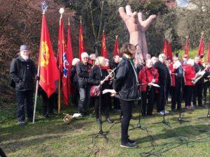 Sveriges Kommunistiska partis fana vid La Mano